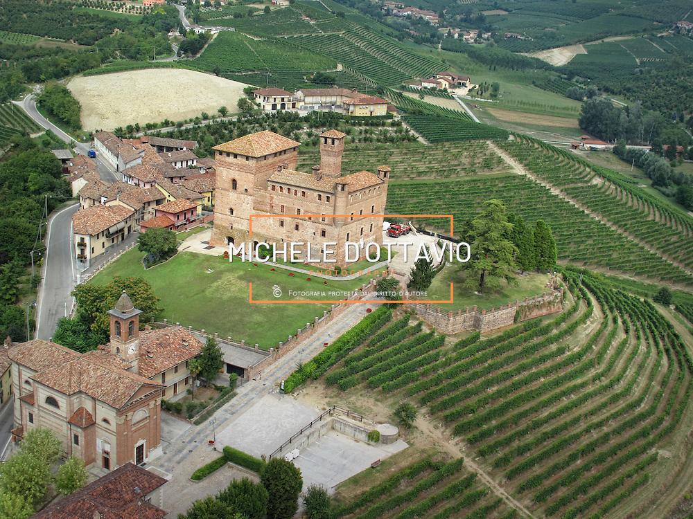 Italy, Piedmont, Langhe, Grinzane Cavour: Castello Cavour.... reportage aereo realizzato con un pallone aerostatico frenato