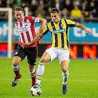 ARNHEM - Vitesse - PSV , Voetbal , Eredivisie , Seizoen 2016/2017 , Gelredome , 29-10-2016 ,  PSV speler Luuk de Jong (l) in duel met Vitesse speler Matt Miazga (r)