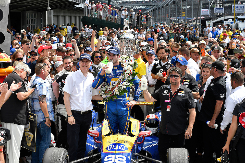 29 May, 2016, Indianapolis, Indiana, USA<br /> Alexander Rossi and Michael Andretti celebrate the win in victory lane with Borg-Warner wreath and milk<br /> &copy;2016, Scott R LePage <br /> LAT Photo USA