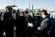 LAMPEDUSA. CLANDESTINI TUNISINI SBARCANO DA UN BARCONE SULL'ISOLA DI LAMPEDUSA;