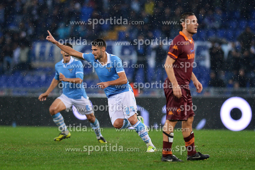 11.11.2012, Olympiastadion, Rom, ITA, Serie A, Lazio Rom vs AS Rom, 12. Runde, im Bild Esultanza di Antonio Candreva Lazio dopo il gol, Goal celebration // during the Italian Serie A 12th round match between SS Lazio and AS Roma at the Olympic Stadium, Rome, Italy on 2012/11/11. EXPA Pictures © 2012, PhotoCredit: EXPA/ Insidefoto/ Andrea Staccioli..***** ATTENTION - for AUT, SLO, CRO, SRB, SUI and SWE only *****