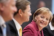 DEUTSCHLAND , DEU , Berlin , 24.10.09 .Ministerpraesident von Bayern Horst Seehofer (CSU) , FDP-Partei- und Fraktionschef Guido Westerwelle und Bundeskanzlerin Angela Merkel (CDU) stellen in der BPK den Koalitionsvertrag vor.