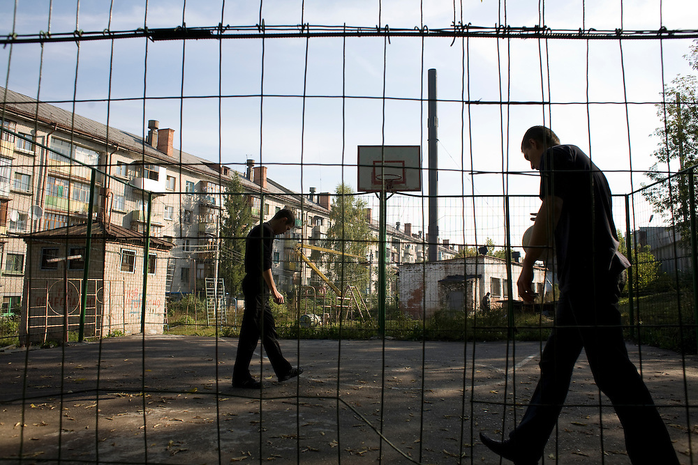 Patients in a rehabilitation program for heroin addiction operated by the NGO Rosa Vetrov play basketball in Kazan, Russia, on Wednesday, September 26, 2007.