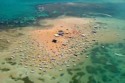 Joao Pessoa, PB, Brasil. 29/Jan/2005.Areia Vermelha, ilha formada na mare baixa, em frente a Praia de Camboinha./ Red Sand, island formed in the low tide, in front of Camboinha beach..Foto Marcos Issa/Argosfoto