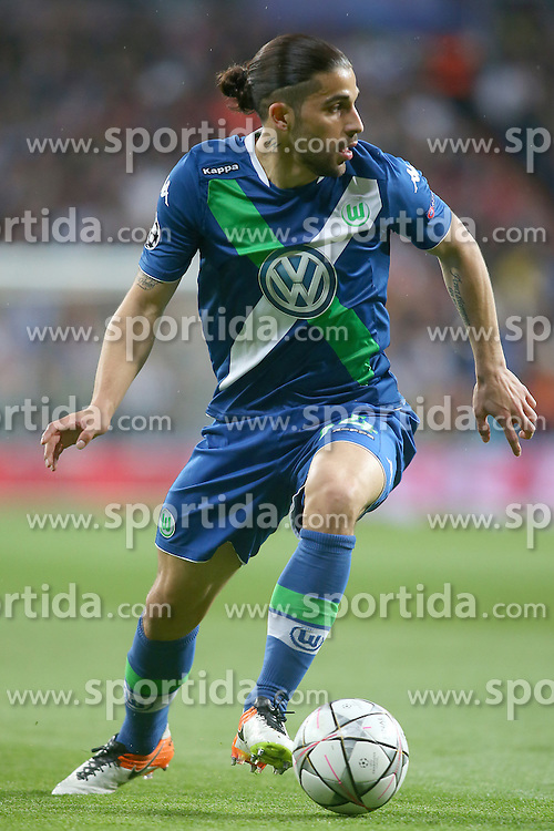12.04.2016, Estadio Santiago Bernabeu, Madrid, ESP, UEFA CL, Real Madrid vs VfL Wolfsburg, Viertelfinale, Rueckspiel, im Bild WfL Wolfsburg's Ricardo Rodriguez // during the UEFA Champions League Quaterfinal, 2nd Leg match between Real Madrid and VfL Wolfsburg at the Estadio Santiago Bernabeu in Madrid, Spain on 2016/04/12. EXPA Pictures &copy; 2016, PhotoCredit: EXPA/ Alterphotos/ Acero<br /> <br /> *****ATTENTION - OUT of ESP, SUI*****