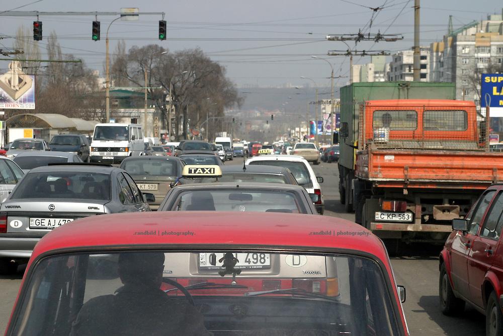 Stadtverkehr in Chisinau, Republik Moldau / Traffic in Chisinau, Moldova.