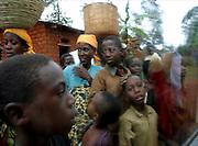 Burundi local community. 27 october 2004. ONUB/Martine Perret