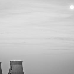 FOTO DELLA SETTIMANA: <br /> Il devastante terremoto e il conseguente tsunami in Giappone non ha solo strappato pi&ugrave; di 10000 vite ma ha portato con se un profondo ripensamento sul futuro dell'energia, in particolare quella atomica.<br /> Nell fotografia la centrale termoelettrica di Trino (VC) al tramonto.&lt;br&gt;&lt;br&gt;<br /> <br /> PHOTO OF THE WEEK:<br /> The devastating earthquake and tsunami in Japan not only has ripped away more than 10000 lives but is has taken with him a deep rethinking on the future of global energy, atomic in first. There's a great uncertainty going forward and the next months will see great discussions on the issue.<br /> In the picture: termo-electric power plant in Trino (VC) at dusk.