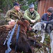 Young hunter Jon Einar Nymoen (left) and Odd Jarle Lien from the sheep farmers organisation (Sau og Geit)interviewed by the journalist Hans Bårdsgård (Nationen).