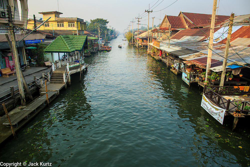 17 JANUARY 2013 - DAMNOEN SADUAK, RATCHABURI, THAILAND: Damnoen Saduak canal (also spelled Damnoensaduak) is the base of the Damnoen Saduak floating market. The floating market in Damnoen Saduak is one of the best known tourist attractions in Thailand. The canal was dug in the 1860's to connect to provincial towns south of Bangkok. At the time it was the straightest, longest canal in Thailand. Thousands of tourists, both foreign and Thai, visit Damnoen Saduak to see the floating market and experience canal life.     PHOTO BY JACK KURTZ