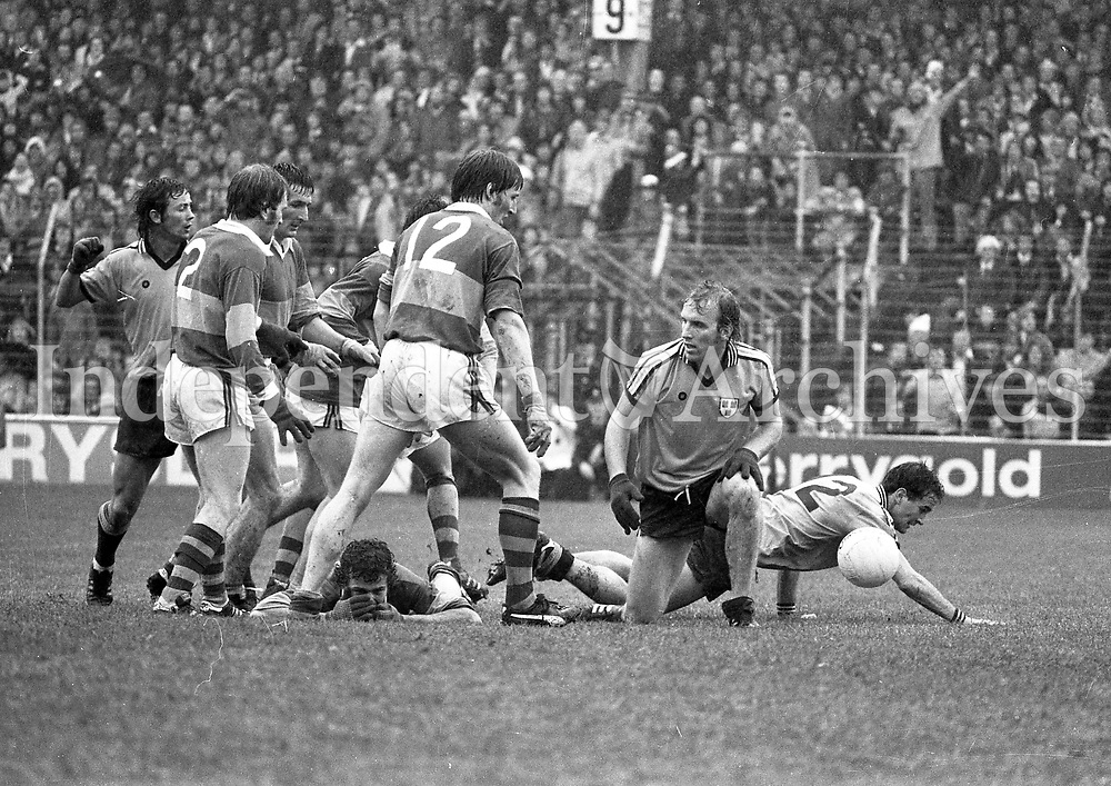 978-926<br /> Paudie Lynch (Kerry) clears under pressure from Dublin's Brian Mullins and Anton O'Toole during the senior All Ireland final at Croke Park.<br /> (Part of the Independent Newspapers Ireland/NLI collection.)