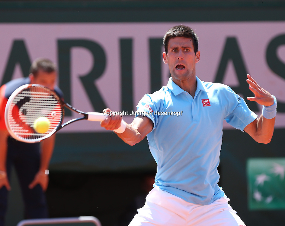 French Open 2014, Roland Garros,Paris,ITF Grand Slam Tennis Tournament, Herren Halbfinale,<br /> Novak Djokovi (SRB),Aktion,Einzelbild,Halbkoerper,<br /> Querformat,