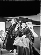 Singer Bridie Gallagher waves goodbye as she departs for New York where she performed at Carnegie Hall. The Donegal-born performer was hugely popular and had a string of hits, including the one for which she is most famous, 'The Boys From the County Armagh'. .21.10.1960