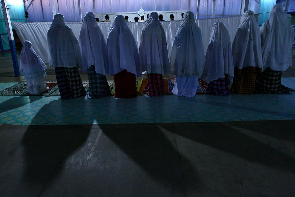 Evening prayer inside the  temporary mosque in Long Barracks. @ Martine Perret. February 2006