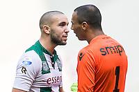 ARNHEM - Vitesse - FC Groningen , Voetbal , Eredivisie, Seizoen 2015/2016 , Gelredome , 03-10-2015 , FC Groningen speler Mimoun Mahi (l) maakt ruzie met Vitesse keeper Eloy Room (r)