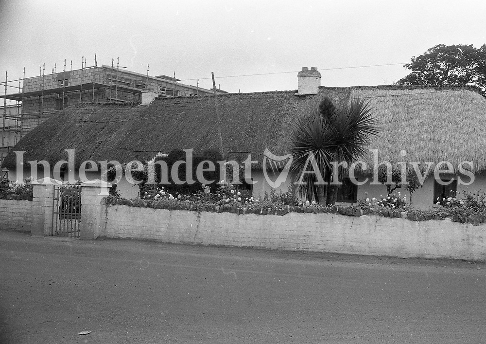 Thatched cottage on Blackhorse Ave in Dublin, September 1972.<br />