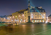 19.12.2006 Warsaw old town at night. Zamkowy (castle) square and Zygmunt III Waza monument. Fot Piotr Gesicki Gesicki