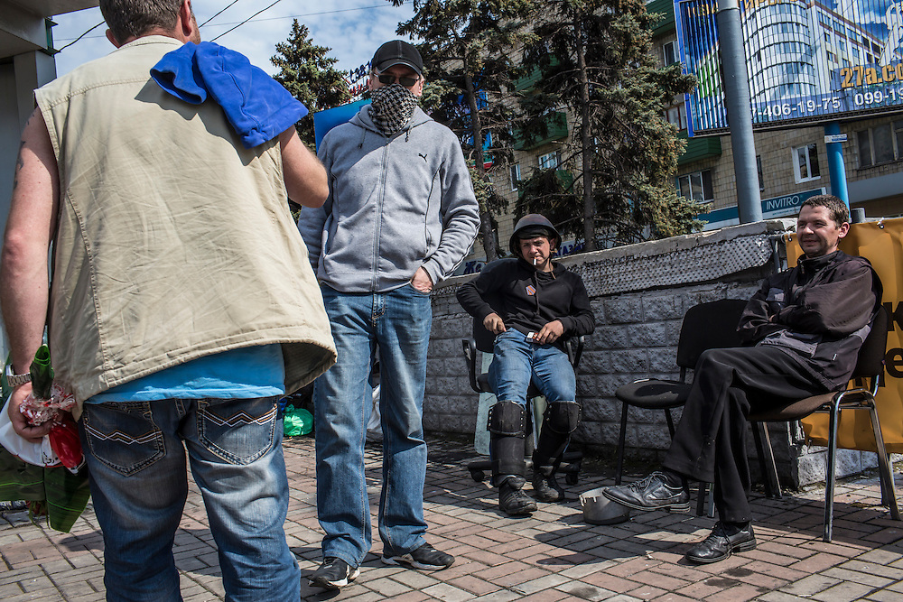 MARIUPOL, UKRAINE - MAY 12: Pro-Russia activists guard a barricade on May 12, 2014 in Mariupol, Ukraine. Tensions in eastern Ukraine are high after a referendum was held on greater autonomy for the region from the central government in Kiev. (Photo by Brendan Hoffman/Getty Images) *** Local Caption ***