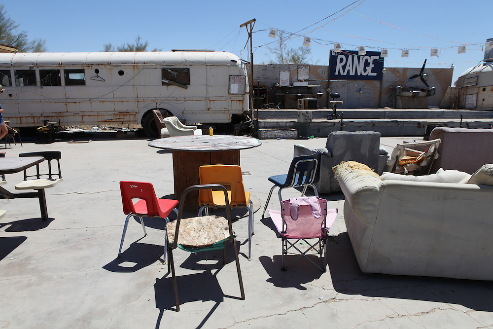 The last lawless town in America. In the Colorado desert, southern California, lies a free campsite for RVs and temporary homes. This alternative way of living is worlds away from the life we all know. Without any running water, they manage to bathe in hot springs and organize drop offs for water. Many are runaways from North America, trying to start a new life or hiding behind a past life.