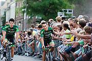 Het Franse team Europcar passeert de wielerliefhebbers. In Utrecht vindt met de presentatie van de renners het eerste offici&euml;le deel plaats van de Grand Depart. Op 4 juli start de Tour de France in Utrecht met een tijdrit. De dag daarna vertrekken de wielrenners vanuit de Domstad richting Zeeland. Het is voor het eerst dat de Tour in Utrecht start.<br /> <br /> The French team Europcar passes the fans. In Utrecht the riders present themselves as the first official moment of the Grand Depart . On July 4 the Tour de France starts in Utrecht with a time trial. The next day the riders depart from the cathedral city direction Zealand. It is the first time that the Tour starts in Utrecht.