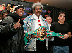 Undisputed Welterweight Champion Zab Judah (l) and challenger Carlos Baldomir (r) pose with promoter Don King at the presser announcing their upcoming fight.  The two will meet at the Theater at Madison Square Garden on January 7, 2006.