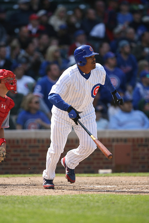 CHICAGO - APRIL 17:  Daryle Ward #33 of the Chicago Cubs bats during the game against the Cincinnati Reds at Wrigley Field in Chicago, Illinois on April 17, 2008.  The Reds defeated the Cubs 8-2.  (Photo by Ron Vesely)