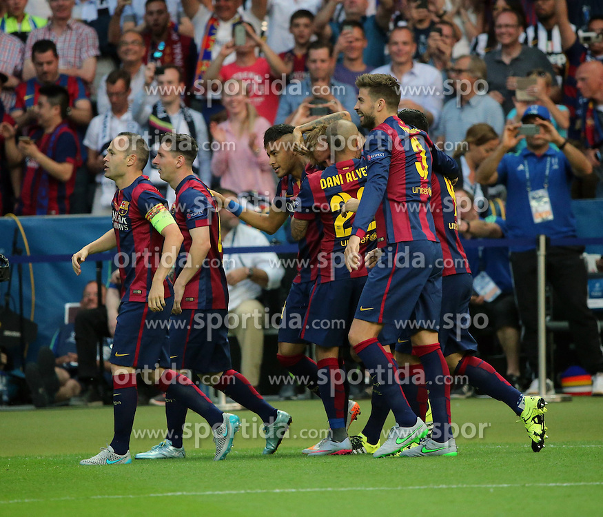 06.06.2015, Olympia Stadion, Berlin, GER, UEFA CL, Juventus Turin vs FC Barcelona, Finale, im Bild Sandro Ramirez (FC Barcelona #29) and Ivan Rakitic (FC Barcelona #4) beim Torjubel nach dem Treffer zum 1:0 // during the UEFA Champions League final match between Juventus FC and Barcelona FC at the Olympia Stadion in Berlin, Germany on 2015/06/06. EXPA Pictures &copy; 2015, PhotoCredit: EXPA/ Eibner-Pressefoto/ Sch&uuml;ler<br /> <br /> *****ATTENTION - OUT of GER*****