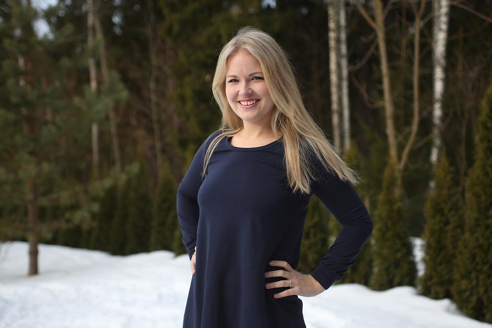 Marin Hier-Reinik, l'une des 2 000 personnes qui reçoit le revenu de base, chez elle à Vaasa
