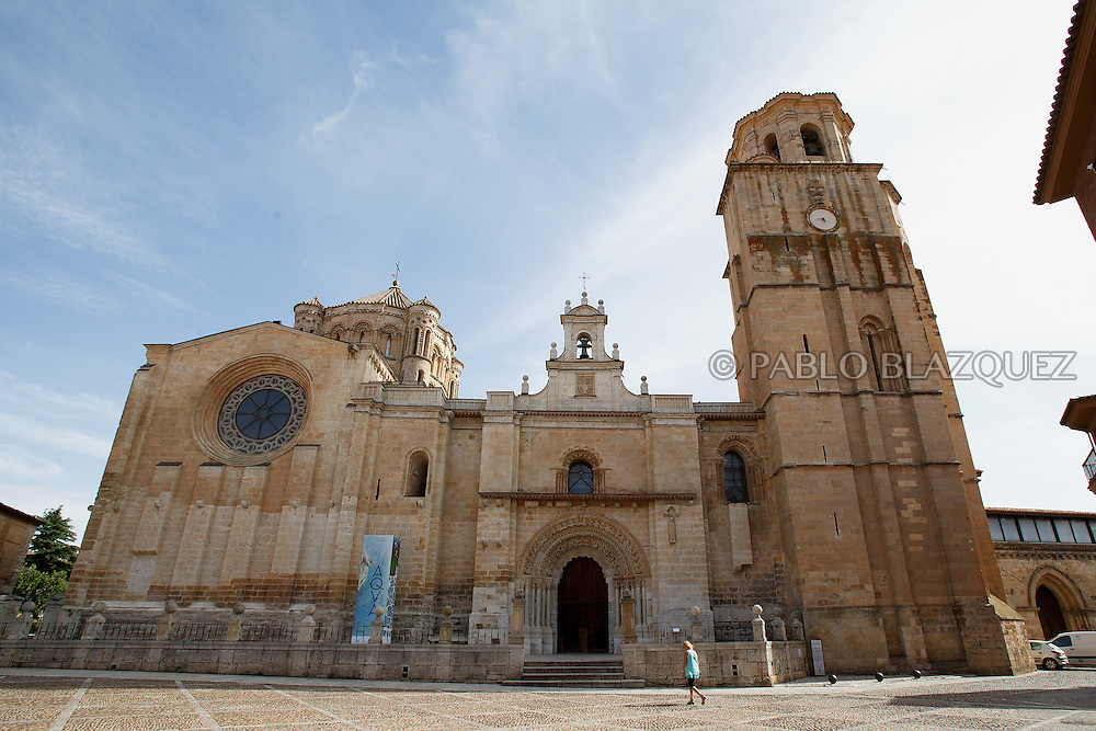 09/08/2016. The Collegiate of Santa Maria la Mayor stands on August 9, 2016 in Toro, Zamora province, Spain. The Collegiate of Santa María la Mayor is a Romanesque architecture church built during the 12th and 13th centuries. Recents restorations of the Church discovered many details on its sculptures, and luthiers found the opportunity of recovering and to reproduce instruments showing on its North gate. (© Pablo Blazquez)
