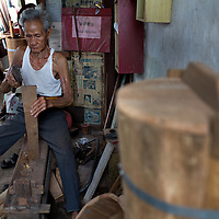 barrel maker in Kampung Kuli