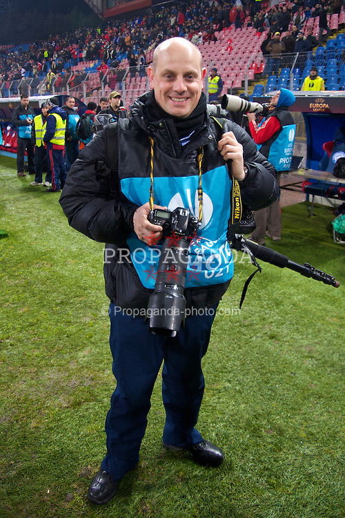BUCHAREST, ROMANIA - Thursday, February 25, 2010: Liverpool Echo photographer Colin Lane during the UEFA Europa League Round of 32 2nd Leg match at the Steaua Stadium. (Photo by David Rawcliffe/Propaganda)