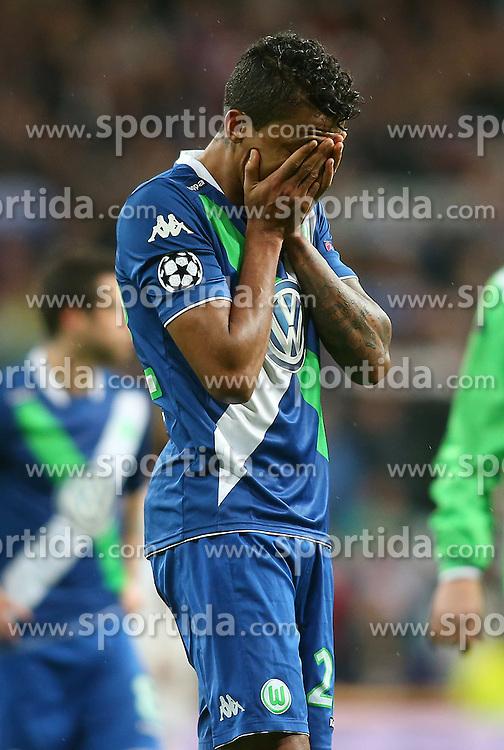 12.04.2016, Estadio Santiago Bernabeu, Madrid, ESP, UEFA CL, Real Madrid vs VfL Wolfsburg, Viertelfinale, Rueckspiel, im Bild WfL Wolfsburg's Luiz Gustavo dejected // during the UEFA Champions League Quaterfinal, 2nd Leg match between Real Madrid and VfL Wolfsburg at the Estadio Santiago Bernabeu in Madrid, Spain on 2016/04/12. EXPA Pictures &copy; 2016, PhotoCredit: EXPA/ Alterphotos/ Acero<br /> <br /> *****ATTENTION - OUT of ESP, SUI*****