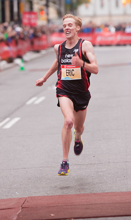 Toronto, Ontario ---11-10-16--- Eric Gillis sprints to the finish in the Scotiabank Toronto Waterfront Marathon, October 16, 2011.<br /> GEOFF ROBINS Mundo Sport Images