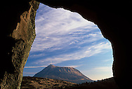 03/10/01 - CHAINE DES PUYS - PUY DE DOME - FRANCE - Le Puy de Dome vu des grottes du CERZIOU - Photo Jerome CHABANNE