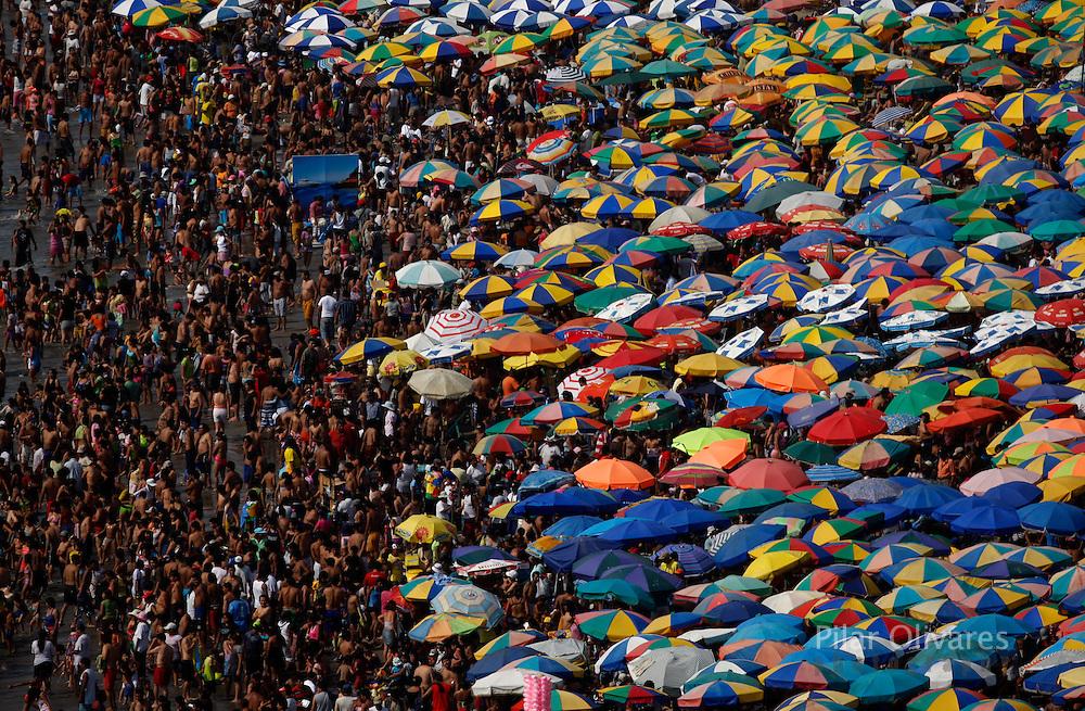 Thousands enjoy summer at the popular beach in Lima's coast. Photo by: Pilar Olivares