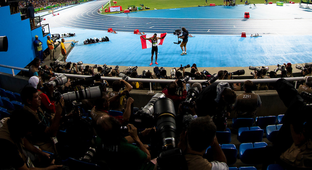 Usain Bolt beats Andre DeGrasse to win the gold medal in the 200m at the Rio Olympics on August 18, 2016.