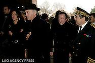 Jean Noel Guerini (au centre) président du conseil général des bouches du Rhônes lors de la cérémonie de la pose de la première pierre du mémorial des Milles.