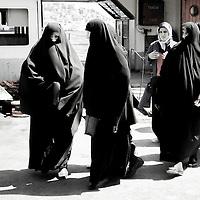 Istanbul, Turkey July 2005<br /> Veiled women.<br /> Photo: Ezequiel Scagnetti