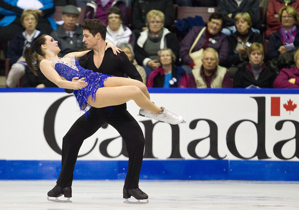 GJR369 -20111028- Mississauga, Ontario,Canada-  Tessa Virtue  and  Scott Moir of Canada skate their ice dance short program at Skate Canada International, in Mississauga Ontario, October 28, 2011.<br /> AFP PHOTO/Geoff Robins