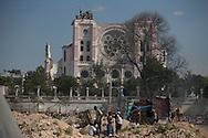 PORTO PRINCIPE, PP, HAITI, 15/01/10, 13h24 (horario local): TERREMOTO NO HAITI:  Devastacao provocada pelo terremoto em Porto Principe, Haiti rua do centro de Porto Principe . (foto: Caio Guatelli/Folha Imagem)