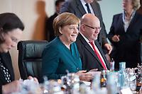 22 MAR 2017, BERLIN/GERMANY:<br /> Angela Merkel (M), CDU, Bundeskanzlerin, vor Beginn der Kabinettsitzung, Bundeskanzleramt<br /> IMAGE: 20170322-01-013<br /> KEYWORDS: Kabinett, Sitzung