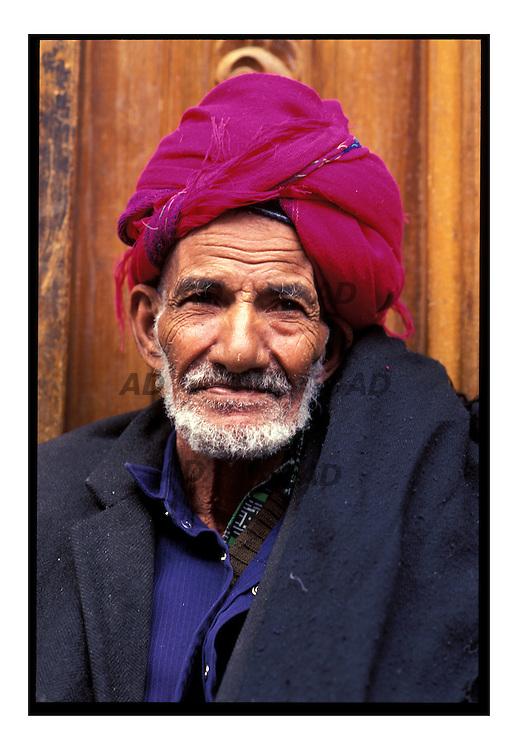 Un vecchio al mercato Suq al-Milh
