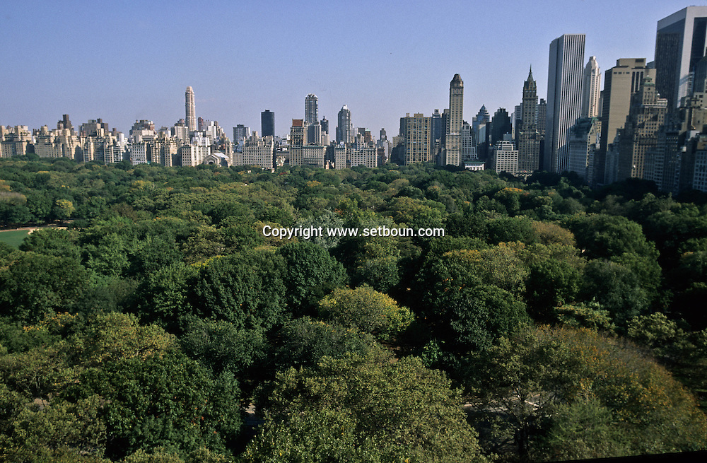 New York. elevated view on central park cityscape and central park south .  view frm the Mayflower hotel   /  Central park et la ligne de gratte ciel: vue depuis Le May flower hôtel.
