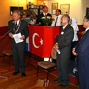 Opening Mevlana moskee Geuzenweg Hilversum door burgemeester Ernst Bakker