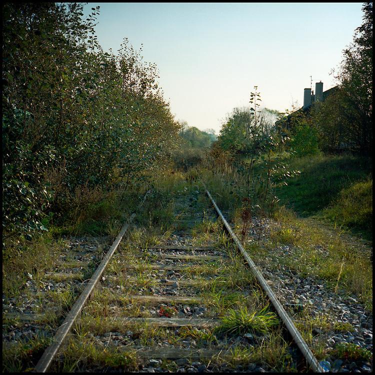 Le 16 octobre 2011, frontière Belgique / France. Vue de la voie ferrée franco-belge abandonnée traversant la frontière, à proximité du poste frontière d'Adinkerke.