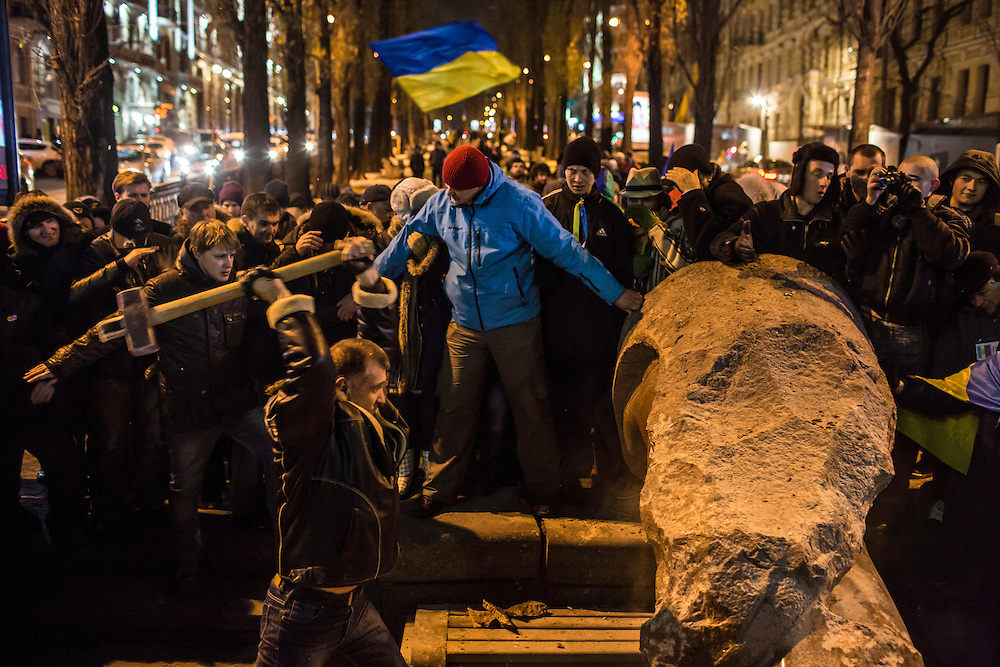 KIEV, UKRAINE - DECEMBER 8: Anti-government protesters use a sledge hammer to destroy a statue of Russian communist revolutionary leader Vladimir Lenin on December 8, 2013 in Kiev, Ukraine. Thousands of people have been protesting against the government since a decision by Ukrainian president Viktor Yanukovych to suspend a trade and partnership agreement with the European Union in favor of incentives from Russia. (Photo by Brendan Hoffman/Getty Images) *** Local Caption ***