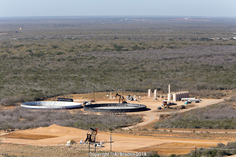 Oil wells and consolidation site, Cotulla, TX