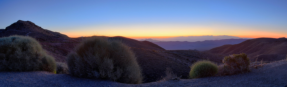 Catching the sunrise over Death Valley viewed from Dantes View