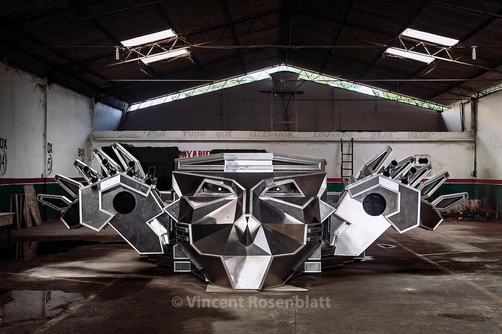 "The new Tupinamba DJ booth in the workshop of the soudmachine designer Marcelo ""Projesom"", Belém do Pará 2013"