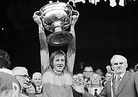975-999<br /> Kerry vice captain holds the Sam Maguire Cup at Croke Park.<br /> (Part of the Independent Newspapers Ireland/NLI collection.)